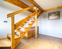 apartament Zakopane - Małe wąskie schody jednobiegowe drewniane - zdjęcie od Marta Witkowska-Kozera m Art studio projektowe