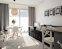 Inwestycja na Wilanowie - Mały biały salon z jadalnią, styl skandynawski - zdjęcie od KRUBA DESIGN