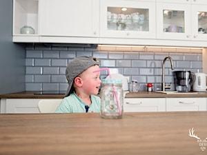 Inwestycja na Wilanowie - Średnia otwarta szara kuchnia dwurzędowa, styl skandynawski - zdjęcie od KRUBA DESIGN