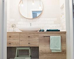 Inwestycja na Wilanowie - Mała beżowa łazienka dla dzieci bez okna, styl industrialny - zdjęcie od KRUBA DESIGN