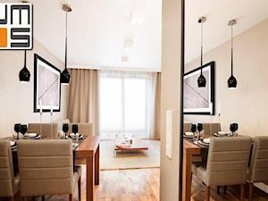 Aranżacja wnętrz nowoczesnego mieszkania w Browar Lubicz - Mała biała jadalnia w salonie, styl nowoczesny - zdjęcie od jms STUDIO s.c.