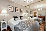mała sypialnia w stylu glamour