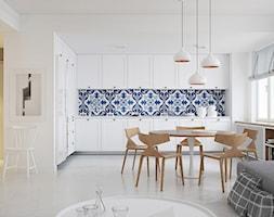 Apartament w Skandynawskim stylu - Średnia otwarta biała niebieska kuchnia w kształcie litery l w aneksie, styl skandynawski - zdjęcie od Optim Group Architecture & Design