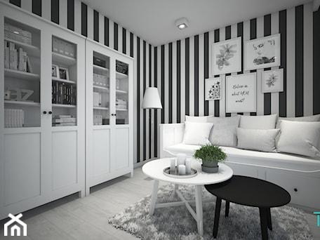 Aranżacje wnętrz - Biuro: Classic always fashionable - Średnie czarne białe biuro kącik do pracy w pokoju, styl klasyczny - TEMA Architekci. Przeglądaj, dodawaj i zapisuj najlepsze zdjęcia, pomysły i inspiracje designerskie. W bazie mamy już prawie milion fotografii!