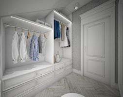 Classic beauty - Średnia zamknięta garderoba na poddaszu oddzielne pomieszczenie, styl klasyczny - zdjęcie od TEMA Architekci