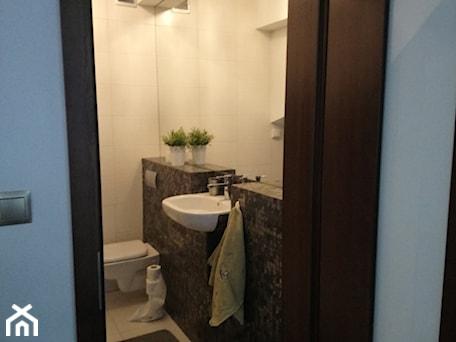 Aranżacje wnętrz - Łazienka: Metamorfoza małej łazienki - Łazienka - ROOM STUDIO. Przeglądaj, dodawaj i zapisuj najlepsze zdjęcia, pomysły i inspiracje designerskie. W bazie mamy już prawie milion fotografii!