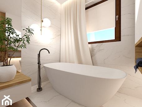 Aranżacje wnętrz - Łazienka: Łazienka z wanną - Mała duża biała łazienka w bloku w domu jednorodzinnym z oknem, styl nowoczesny - ROOM STUDIO. Przeglądaj, dodawaj i zapisuj najlepsze zdjęcia, pomysły i inspiracje designerskie. W bazie mamy już prawie milion fotografii!