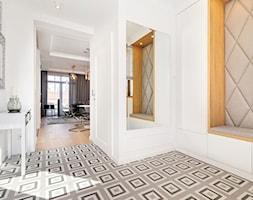 Wnętrze dla miłośników sztuki współczesnej - Hol / przedpokój, styl nowoczesny - zdjęcie od ROOM STUDIO - Homebook