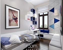 Mały szary pokój dziecka dla chłopca dla ucznia dla malucha dla nastolatka, styl nowoczesny - zdjęcie od ROOM STUDIO