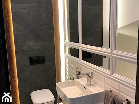 Aranżacje wnętrz - Łazienka: Metamorfoza małej łazienki - Łazienka, styl nowojorski - ROOM STUDIO. Przeglądaj, dodawaj i zapisuj najlepsze zdjęcia, pomysły i inspiracje designerskie. W bazie mamy już prawie milion fotografii!