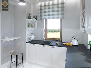 APARTAMENT przy parku w Legnicy - Mała zamknięta biała szara kuchnia w kształcie litery l z oknem, styl klasyczny - zdjęcie od ROOM STUDIO