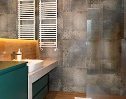 OVO WROCŁAW - Apartament Zielony - Mała łazienka w bloku w domu jednorodzinnym bez okna, styl nowoczesny - zdjęcie od ROOM STUDIO