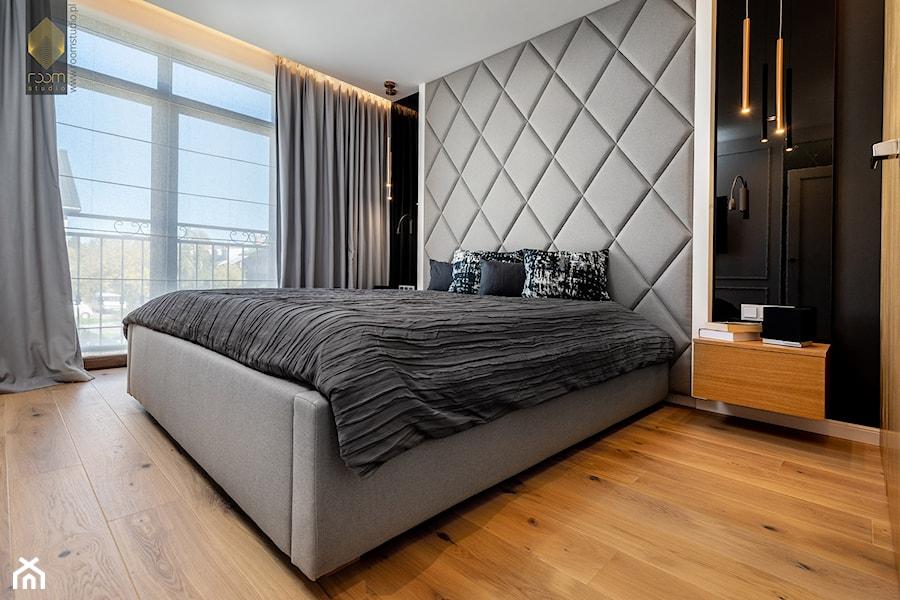 Wnętrze dla miłośników sztuki współczesnej - Sypialnia, styl nowoczesny - zdjęcie od ROOM STUDIO