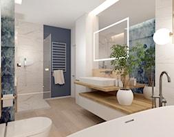 Łazienka z wanną - Duża biała niebieska łazienka w bloku w domu jednorodzinnym bez okna, styl nowoc ... - zdjęcie od ROOM STUDIO - Homebook
