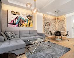 Wnętrze dla miłośników sztuki współczesnej - Średni szary biały salon z jadalnią, styl nowojorski - zdjęcie od ROOM STUDIO - Homebook