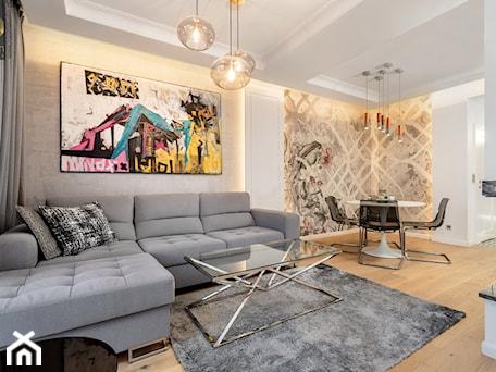 Aranżacje wnętrz - Salon: Wnętrze dla miłośników sztuki współczesnej - Średni szary biały salon z jadalnią, styl nowojorski - ROOM STUDIO. Przeglądaj, dodawaj i zapisuj najlepsze zdjęcia, pomysły i inspiracje designerskie. W bazie mamy już prawie milion fotografii!