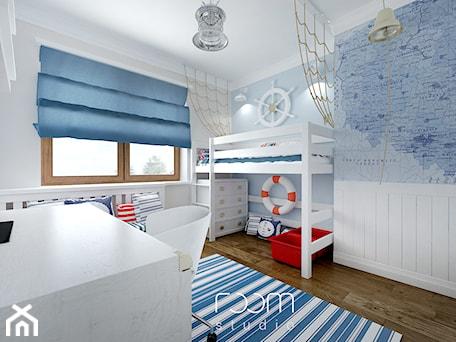 Aranżacje wnętrz - Pokój dziecka: Pokoje dziecięce - Duży biały niebieski pokój dziecka dla chłopca dla dziewczynki dla ucznia dla malucha, styl eklektyczny - ROOM STUDIO. Przeglądaj, dodawaj i zapisuj najlepsze zdjęcia, pomysły i inspiracje designerskie. W bazie mamy już prawie milion fotografii!