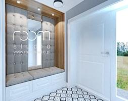 Dom jednorodzinny na Psim Polu, Wrocław - Średni biały szary hol / przedpokój, styl nowojorski - zdjęcie od ROOM STUDIO
