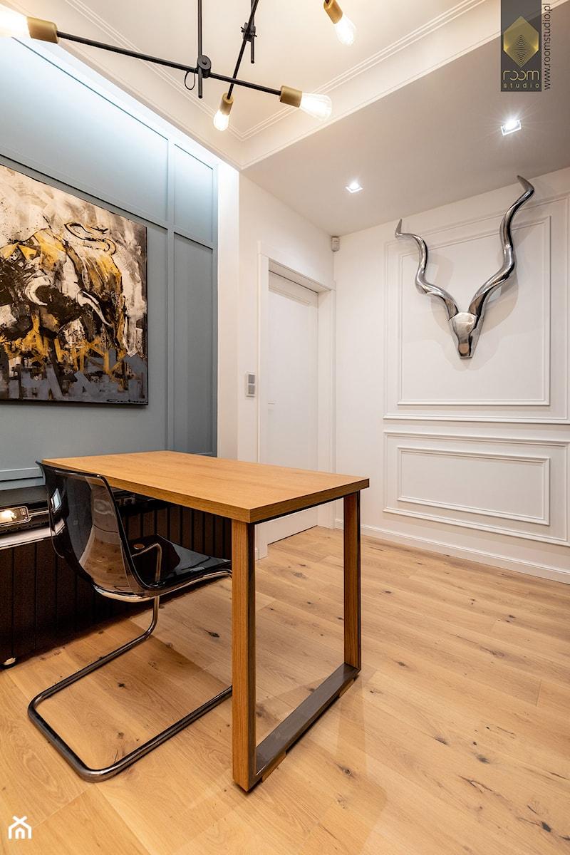 Wnętrze dla miłośników sztuki współczesnej - Biuro, styl nowoczesny - zdjęcie od ROOM STUDIO