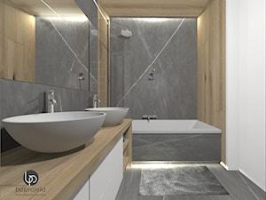 drewno i szarość w łazience wanna i 2 umywalki - zdjęcie od BOPROJEKT Pracownia Projektowa