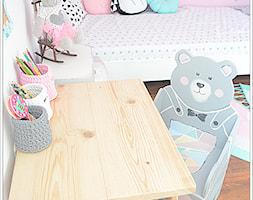 POKÓJ NASZEJ CÓRKI - Mały biały różowy pokój dziecka dla dziewczynki dla ucznia dla malucha dla nastolatka, styl art deco - zdjęcie od Domek Za Lasem