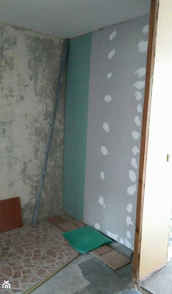 Zabudowane Wejście Do Kuchni I Obdrapane ściany W