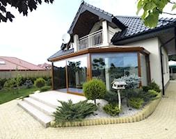 Ogród zimowy Gorlice - Średni ogród za domem zadaszony przedłużeniem dachu, styl tradycyjny - zdjęcie od ALPINA Ogrody zimowe ,. oranżerie, zadaszenia, szkło architektoniczne