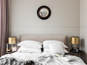 10 stolików idealnych pod lampkę nocną do małej sypialni