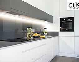 Mieszkanie na Gocławiu - Średnia otwarta biała szara kuchnia w kształcie litery l w aneksie, styl nowoczesny - zdjęcie od GUST MEBLE