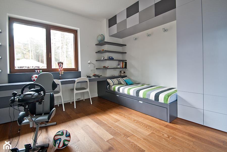 w starych sosnach redni pok j dziecka dla ch opca dla ucznia dla nastolatka styl. Black Bedroom Furniture Sets. Home Design Ideas