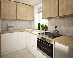 Małe mieszkanie wersja 2 - Średnia zamknięta biała beżowa kuchnia w kształcie litery l w aneksie z oknem, styl skandynawski - zdjęcie od Wnętrza od NOWA