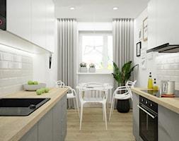 Remont mieszkania pod inwestycję - Mała zamknięta biała kuchnia dwurzędowa z oknem, styl skandynawski - zdjęcie od Wnętrza od NOWA