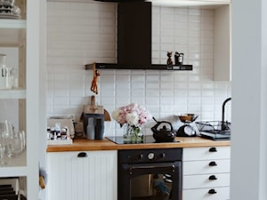 Projekt kuchni w stylu skandynawskim z okapem Nomina Black
