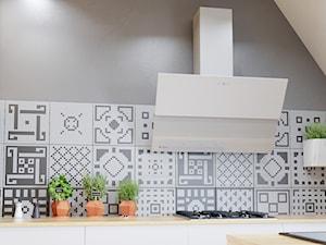Jasna i przestronna kuchnia z okapem Mirida