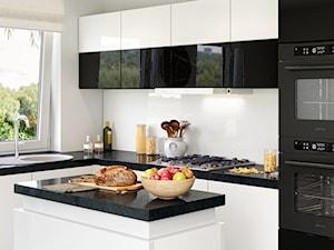 Dyskretny okap Kasperio White w nowoczesnej kuchni