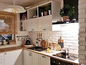 OLIV.HOME: okap Nomina 60 Black w kuchni projektu @oliv.home
