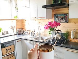 PIASKOWY DOM: okap Verta 60 Black w kuchni projektu @piaskowy.dom