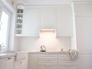 Projekt klasycznej kuchni z okapem do zabudowy od House Loves