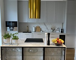 Kuchnia ze ze złotym okapem GLOBALO Cylindro Gold - zdjęcie od GLOBALO.PL - Ciche i wydajne okapy kuchenne - Homebook