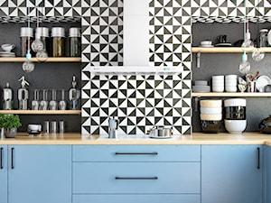 Niebieska kuchnia z mozaiką i okapem Nomina 90 White