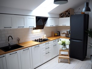 NASZE PODDASZE: okap Mirida 60 Black w kuchni projektu @nasze.poddasze