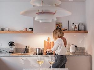 Projekt minimalistycznej kuchni z okapem Loteo White