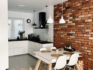 Biało-czarna kuchnia z okapem Verta 90.1