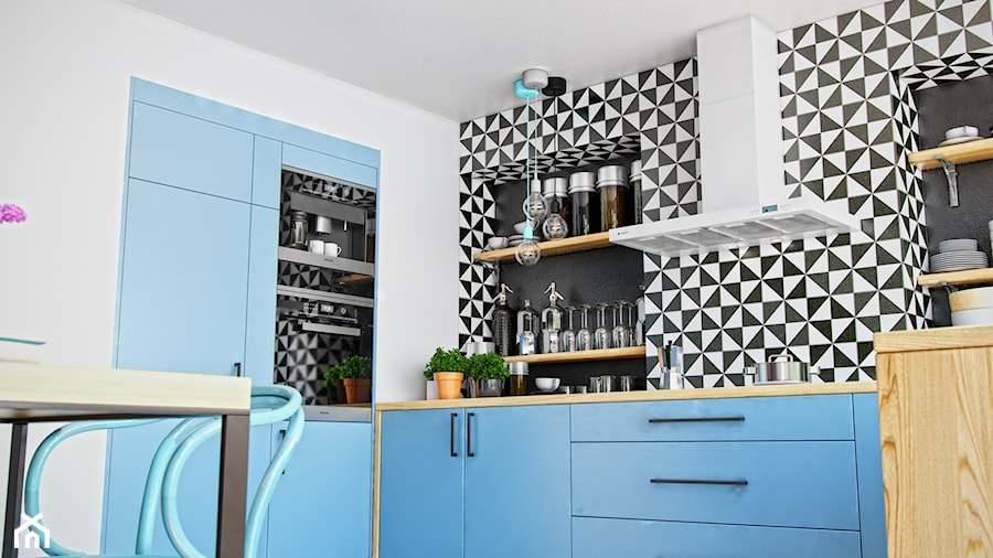 Niebieska Kuchnia Z Mozaika I Okapem Nomina 90 White Zdjecie Od