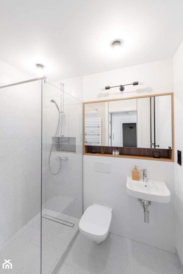 Mieszkanie Ordona - Mała szara łazienka w bloku w domu jednorodzinnym bez okna - zdjęcie od BRO.KAT