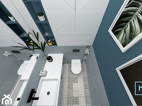 Aranżacje wnętrz - Łazienka: Projekt modern minimalist salon - Mała biała niebieska łazienka w bloku w domu jednorodzinnym bez okna, styl minimalistyczny - MdoKwadratu. Przeglądaj, dodawaj i zapisuj najlepsze zdjęcia, pomysły i inspiracje designerskie. W bazie mamy już prawie milion fotografii!