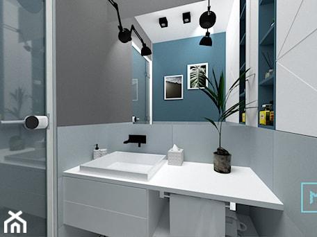 Aranżacje wnętrz - Łazienka: Projekt modern minimalist salon - Mała niebieska szara łazienka, styl minimalistyczny - MdoKwadratu. Przeglądaj, dodawaj i zapisuj najlepsze zdjęcia, pomysły i inspiracje designerskie. W bazie mamy już prawie milion fotografii!