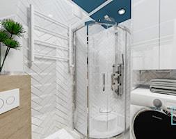 Łazienka mała z pomysłem - Mała biała łazienka w bloku w domu jednorodzinnym bez okna, styl skandynawski - zdjęcie od MdoKwadratu