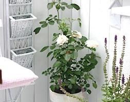 Działka - Mały taras z przodu domu z tyłu domu - zdjęcie od Joanna Bryk - My little white home