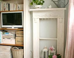 Salon - Mały szary salon, styl rustykalny - zdjęcie od Joanna Bryk - My little white home